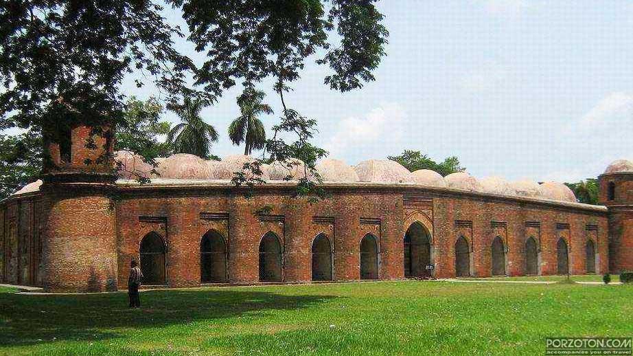 Shat Gombuj Masjid
